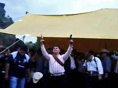 Disparar durante festividades como las del Pueblo de Santa María Aztahuacán, no está tipificado en el Código Penal. Foto: Tomada de YouTube