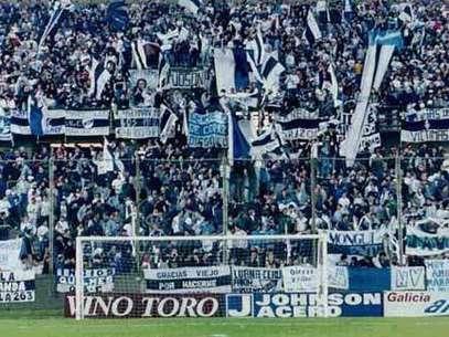Facciones de la barra de Quilmes se enfrentaron hoy a la madrugada cuando se prestaban a salir en micro hacia Córdoba. Foto: Web