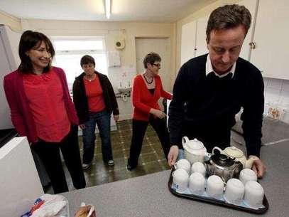 David Cameron y su mujer vivieron un mal momento al olvidarse a su hija en un pub. Foto: GETTY IMAGES