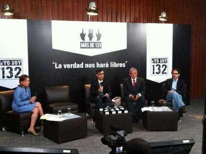 Los candidatos del PAN, PRD, y Nueva Alianza a la Presidencia de la República, durante el debate convocado por el movimiento #YoSoy132, en la sede de la CDHDF. Foto: AP