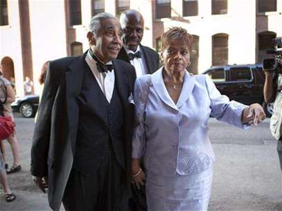 U.S. Representative Charles B. Rangel and his wife Alma attend the wedding of New York City Council speaker Christine C. Quinn and her girlfriend Kim Catullo in New York, May 19, 2012. Foto: Allison Joyce / Reuters In English