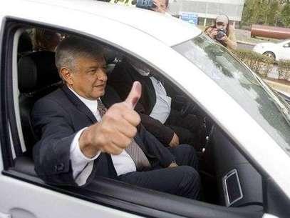Andrés Manuel López Obrador al momento de terminar de votar por la mañana de este 1 de julio. Foto: Mario Castillo / Terra