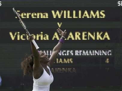 Serena Williams reacciona tras su victoria sobre Victoria Azarenka en las semifinales del torneo de Wimbledon el jueves 5 de julio de 2012.  Foto: Alastair Grant / AP