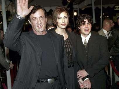 """En esta foto del 5 de diciembre de 1996, Sylvester Stallone llega al estreno de """"Daylight"""", acompañado de su novia jennifer Flavin y de su hijo Sage. Sage Stallone fue hallado muerto el viernes 13 de julio de 2012  Foto: Kevork Djansezian, archivo / AP"""