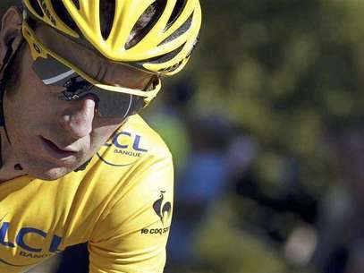 Sky Procycling rider and leader's yellow jersey Bradley Wiggins of Britain cycles during the 16th stage of the 99th Tour de France cycling race between Pau and Bagneres-de-Luchon, July 18, 2012. Foto: Bogdan Cristel / Reuters In English