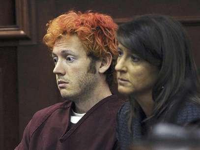 James Holmes, acusado de asesinar a 12 personas en un cine en Aurora, Colorado, aparece en el tribunal del condado de Arapahoe junto a la abogada defensora Tamara Brady en Centennial, Colorado  Foto: Denver Post, RJ Sangosti, Pool, Archivo / AP
