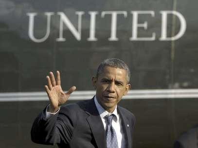 El presidente Barack Obama se aleja del helicóptero presidencial en los jardines de la Casa Blanca el miércoles, al regreso de un viaje de campaña a Ohio.   Foto: Susan Walsh / AP