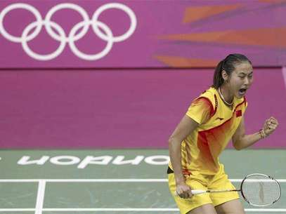 China's Yihan Wang celebrates winning against India's Saina Nehwal during their womens singles badminton semifinals match during the London 2012 Olympic Games at the Wembley Arena August 3, 2012. Foto: Bazuki Muhammad / Reuters In English