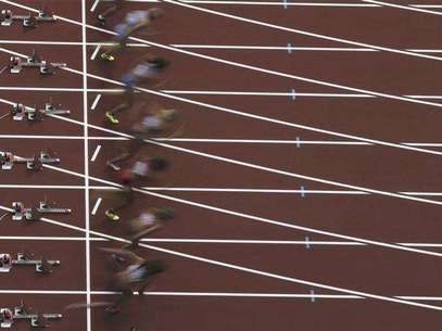 Athletes start off in the women's heptathlon 100m hurdles heat during the London 2012 Olympic Games at the Olympic Stadium August 3, 2012. Foto: Pawel Kopczynski / Reuters In English
