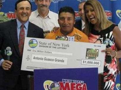Guasco Granda festejó con sus amigos. Ahora piensa comprarse una casa. Foto: DIFUSION/MEGAMILLIONS