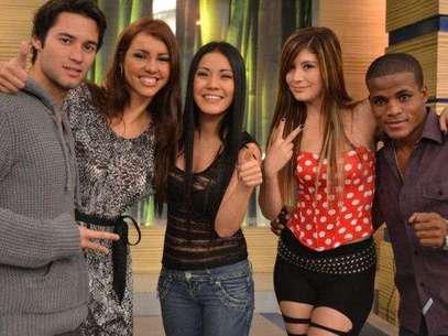 """Paloma Fiuza y los nuevos integrantes de """"Combate"""". Foto: Difusión ATV"""