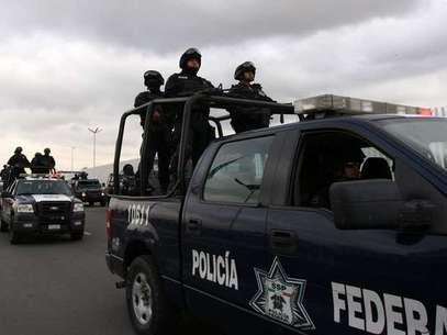 Policías federales se trasladan desde Ciudad de México al estado de Michoacán. Foto: EFE en español