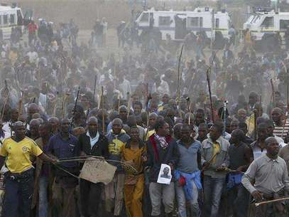 Mineworkers take part in a march at Lonmin's Marikana mine in South Africa's North West Province, September 5, 2012. Foto: Mike Hutchings / Reuters In English