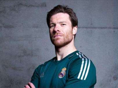 Xabi Alonso donning the alternate Real Madrid jersey.  Foto: Reproducción
