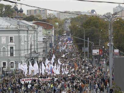 "Opposition supporters take part in the ""March of Millions"" protest rally in Moscow, September 15, 2012. Protesters demanded Russia's President Vladimir Putin to resign, authorities to release political prisoners and to reconduct parliamentary and presidential elections, according to participants. Foto: Maxim Shemetov / Reuters In English"
