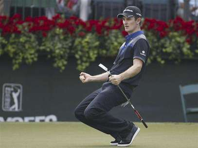 Justin Rose of England reacts after a birdie putt on the 18th hole during the first round of the Tour Championship golf tournament at the East Lake Golf Club in Atlanta, Georgia September 20, 2012. Foto: Tami Chappell / Reuters In English