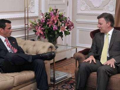 El miércoles pasado el mandatario colombiano, Juan Manuel Santos, recibió al candidato presidencial de Venezuela Henrique Capriles en la Casa de Nariño en Bogotá. Foto: AFP