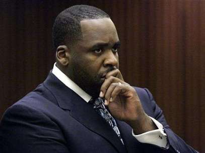 Former Detroit Mayor Kwame Kilpatrick listens to Judge David Groner during his sentencing hearing where he received 120 days in jail in Detroit, Michigan October 28, 2008. Foto: Rebecca Cook / Reuters In English