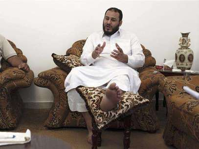 Ismail al-Sallabi, leader of Rafalla al-Sihati brigade, who was injured on Saturday, talks during an interview with Reuters in Benghazi, September, 26, 2012. The leader of one of Libya's most powerful militia groups played down the prospect of changes in its operations now that the central government has put a military officer in command, saying the group's role would continue as before. Rafallah al-Sahati is one of the three most powerful armed groups in eastern Libya, operating with the permission of the Foto: Asmaa Waguih / Reuters In English
