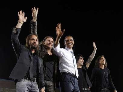 Maná junto a Barack Obama en el último acto de campaña antes del inicio de los debates. Foto: TERRA