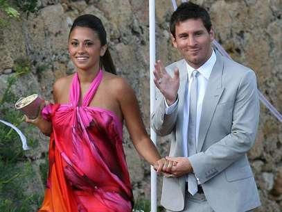 La emoción de Lionel Messi ante el nacimiento de su hijo Thiago fue tal, que decidió grabar el nombre de su primogénito en sus botines. Foto: Getty Images
