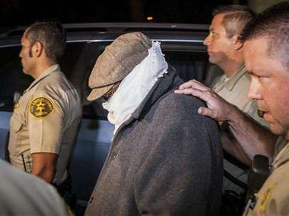 Nakoula Basseley Nakoula (C) is escorted out of his home by Los Angeles County Sheriff's officers in Cerritos, California September 15, 2012. Foto: Bret Hartman / Reuters