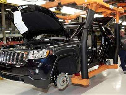 The all-new 2011 Jeep Grand Cherokee moves along the assembly line at the Jefferson North Assembly Plant in Detroit, Michigan May 21, 2010. Foto: Rebecca Cook / Reuters