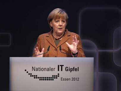 German Chancellor Angela Merkel makes a speech during the seventh national IT-Summit in Essen November 13, 2012. Foto: Ina Fassbender / Reuters