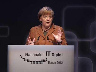 German Chancellor Angela Merkel makes a speech during the seventh national IT-Summit in Essen November 13, 2012. Foto: Ina Fassbender / Reuters