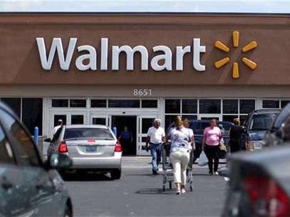 Customers are seen at a Wal-Mart market in Miami, Florida May18, 2010. Foto: Carlos Barria / Reuters