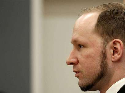Norwegian mass killer Anders Behring Breivik reacts as he returns after a break to the court room, in Oslo Courthouse August 24, 2012. Foto: Stoyan Nenov / Reuters