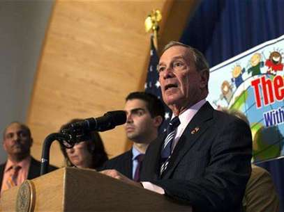 New York City Mayor Michael Bloomberg speaks during a press conference announcing the re-opening of 12 schools in the Rockaways and Brooklyn at P.S. 43 in the Far Rockaway section of the Queens borough of New York November 19, 2012. Foto: Shannon Stapleton / Reuters