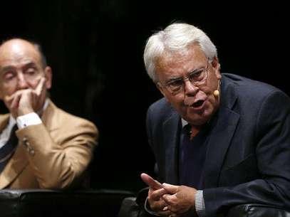 El expresidente del Gobierno Felipe González y el padre de la Constitución Miquel Roca Foto: EFE