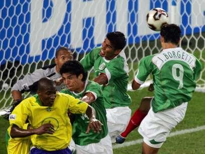 En su más reciente choque en Confederaciones, los aztecas se llevaron el triunfo por la mínima diferencia Foto: AFP
