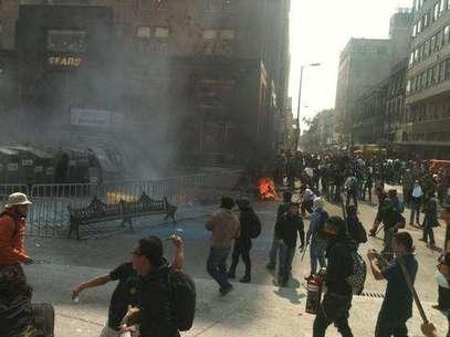 Diversos bancos, cafeterías, tiendas y oficinas resultaron vandalizadas el sábado pasado.  Foto: Tomada de Twitter / Terra