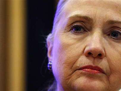 U.S. Secretary of State Hillary Clinton listens to a question during a joint news conference with Irish Prime Minister Enda Kenny at the government building in Dublin December 6, 2012. Foto: Kevin Lamarque / Reuters