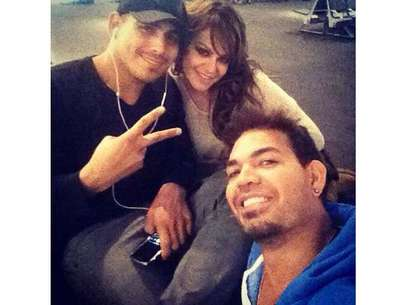 Jacob Llenares (far right) poses with Espinoza Paz and Jenni Rivera in this Facebook picture posted on December 3, 2012. Foto: Facebook