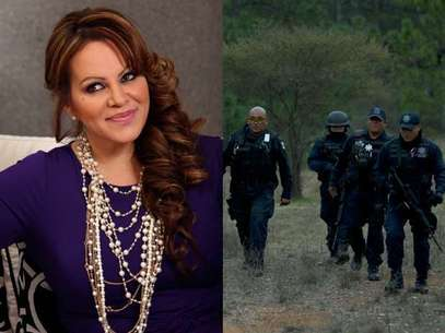 Federal police officers (picture, right) return from the site where a plane carrying U.S-born singer Jenni Rivera crashed near Iturbide, Mexico Sunday, Dec. 9, 2012. Foto: Getty Images