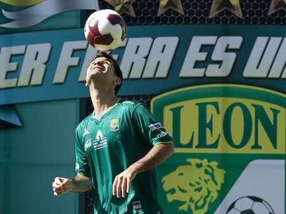 Márquez regresa al futbol mexicano después de 13 años, luego de dejar al Atlas en 1999 para emigrar al balompié europeo. Foto: EFE