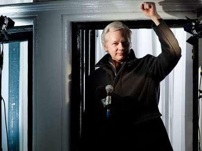 Julian Assange pronunció un discurso desde la embajada de Ecuador en Londres. Foto: AFP