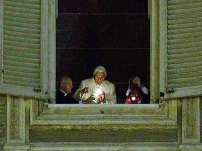 Decenas de peregrinos llegan al Vaticano para escuchar la misa ofrecida por el papa, Benedicto XVI. Foto: Getty Images