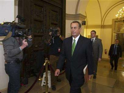 """Speaker of the House John Boehner (R-OH) arrives at the U.S. Capitol in Washington January 1, 2013. The Senate moved the U.S. economy back from the edge of a """"fiscal cliff"""" on Tuesday, voting to avoid imminent tax hikes and spending cuts in a bipartisan deal that could still face stiff challenges in the House of Representatives. Foto: Mary F / Reuters"""