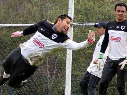 Jonathan Orozco se exigió en el entrenamiento Foto: David Tamez/Rayados.com / Terra Networks México S.A. de C.V.