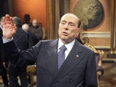 A combo shows file photos of Karima El Mahroug of Morocco posing during a photocall at the Karma disco in Milan November 14, 2010 and Italy's former Prime Minister Silvio Berlusconi waving as he arrives for a meeting of the European People's Party in Brussels June 28, 2012. Foto: Stringer (L) and Sebastien Pirlet / Reuters