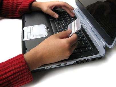 Mediante el uso de un celular simple o con tarjetas pre pago, las personas podrán hacer pagos y transferencias de manera segura de la misma forma que lo harían con efectivo. Foto: Difusión