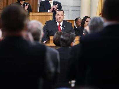 New Jersey Governor Chris Christie receives a standing ovation as he gives his State of the State address in the assembly chamber in Trenton, New Jersey, January 8, 2013. Foto: Carlo Allegri / Reuters