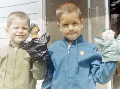 Fotografías que van desde 1964 cuando John tenía dos años y Jim uno lucen en las fotografías de los ahora famosos entrenadores de la NFL. Foto: Divulgación SI.com/familia Harbaugh