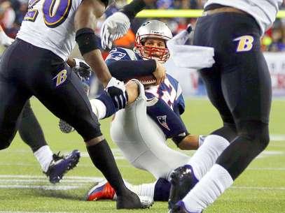 Brady corrió con el balón, pero se deslizó de manera peligrosa al levantar la pierna directamente hacia la rodilla de Reed que iba con la intención de tocarlo para finalizar la jugada. Foto: Mike Segar / Reuters