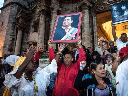 El culto a la personalidad que Chávez desde hace tiempo ha desarrollado ha llegado a un nuevo apogeo, en momentos en que el gobernante lucha contra un misterioso cáncer del cual el gobierno no ha dado detalles.  Foto: AFP