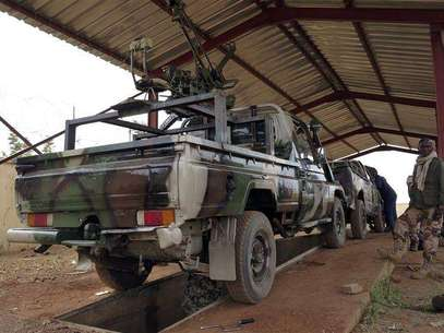 A convoy of French military vehicles heads toward Sevare in the village of Somadougou January 25, 2013. Foto: Eric Gaillard / Reuters